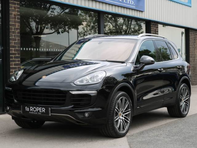 Porsche Cayenne 3.6 V6 S Tiptronic S 420ps Four Wheel Drive Petrol Jet Black Metallic at fa Roper Ltd Bradford