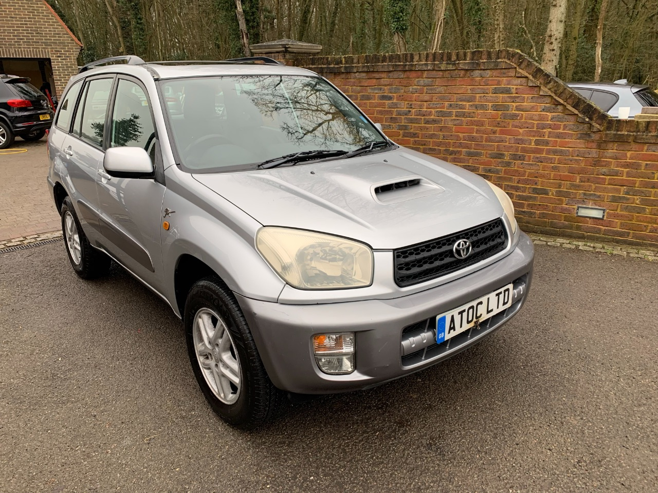 Toyota Rav-4 2.0 D-4D GX 5dr Estate Diesel Silver at A Touch of Class Kingsnorth
