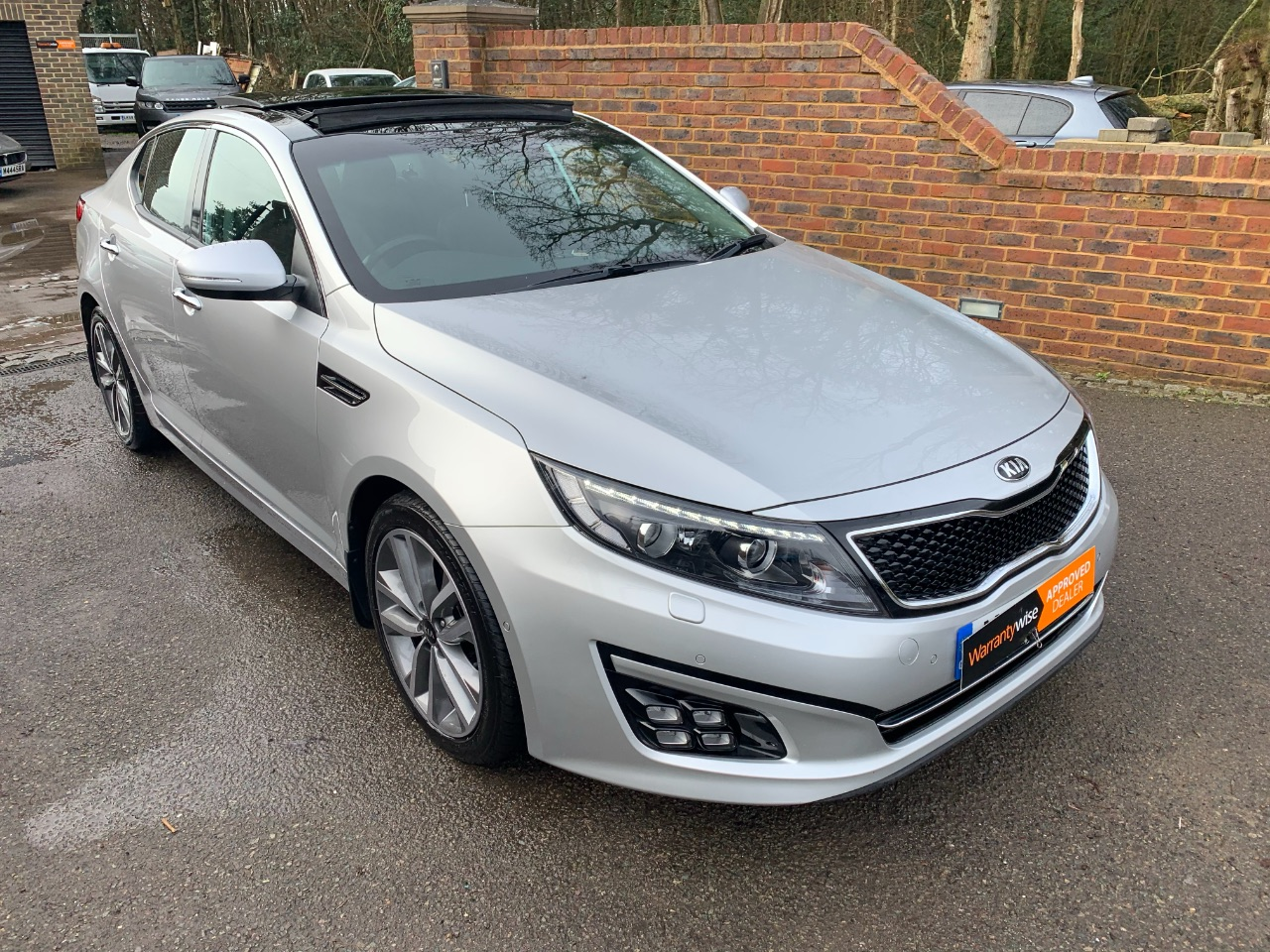 Kia Optima 1.7 CRDi 3 4dr Auto Saloon Diesel Silver at A Touch of Class Kingsnorth