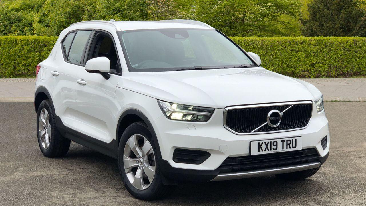 Volvo XC40 2.0 D3 Momentum 5dr AWD Geartronic (Winter Pack, Smartphone Integration) Estate Diesel White