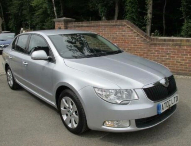 Skoda Superb 2.0 TDI CR 140 S 5dr DSG Hatchback Diesel Silver at A Touch of Class Kingsnorth