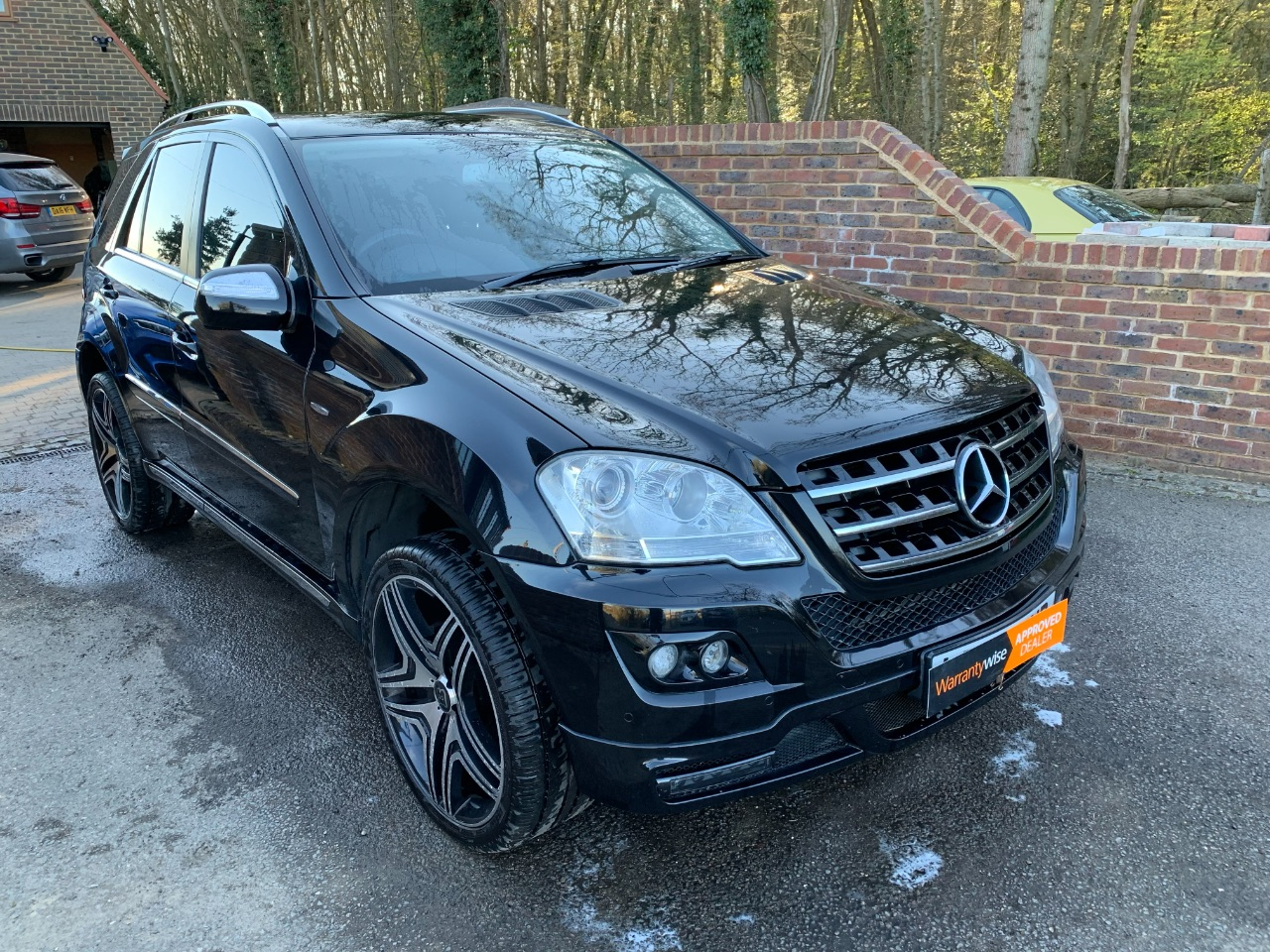 Mercedes-Benz M Class 3.0 ML320 CDI Brabus Sport 5dr Tip Auto Estate Diesel Black at A Touch of Class Kingsnorth