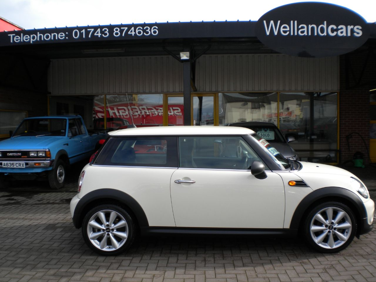 Mini Hatchback 1.6 One 3dr Pepper Pack 6 Speed Manual,1 Lady Owner, 17`Alloys, Climate with A/C, Bluetooth. Hatchback Petrol White at Welland Cars Shrewsbury