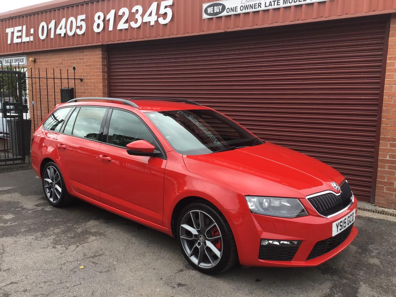 Skoda Octavia 2.0 TDI CR VRS 5dr ESTATE ** LOW LOW MILES AT ONLY 16K ** Estate Diesel Red