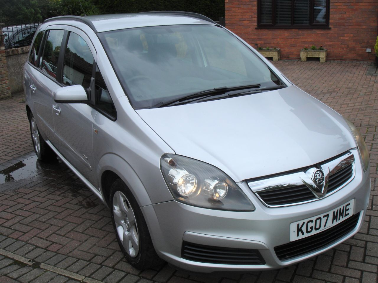 Vauxhall Zafira 1.6i Club 7 Seat 5dr MPV Petrol Silver at Level Pitch Selby