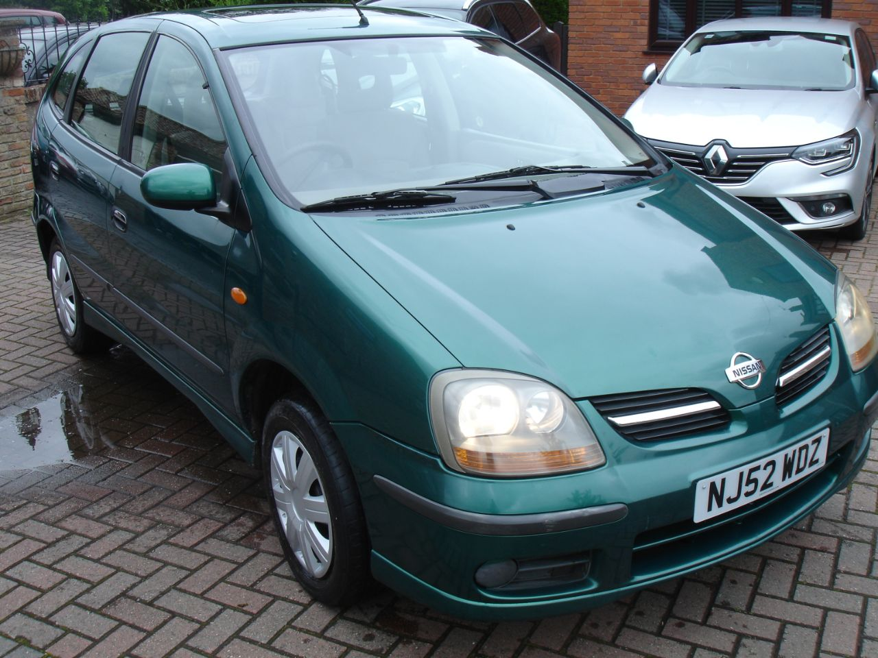 Nissan Almera Tino 1.8 SE 5dr Estate Petrol Metallic Green at Level Pitch Selby