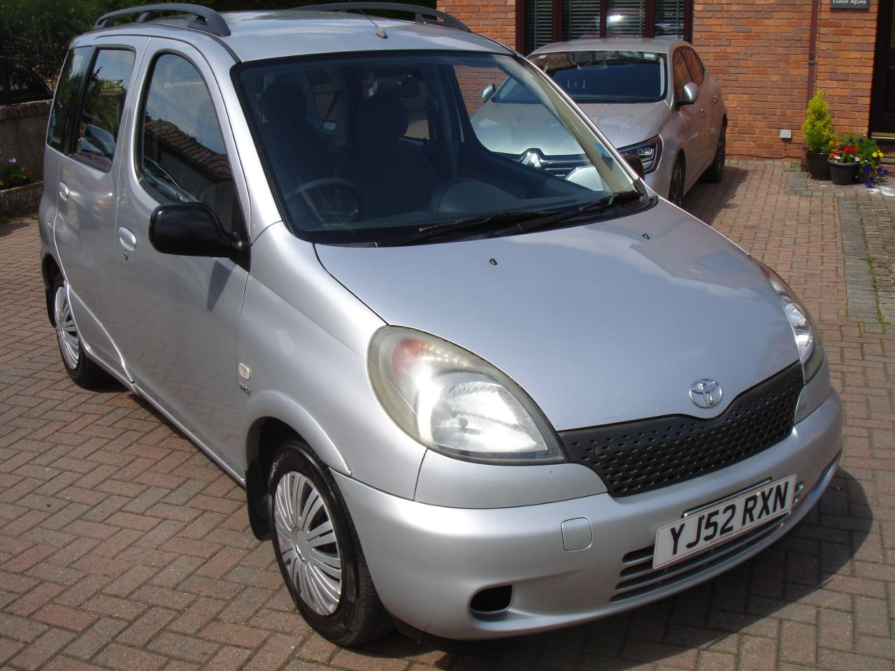 Toyota Yaris Verso 1.3 16v VVTi GS 5dr Automatic MPV Petrol Silver at Level Pitch Selby