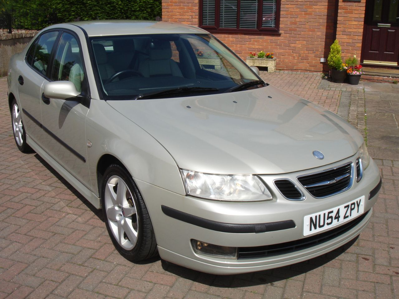 Saab 9-3 2.0 T Vector Sport 4dr Auto Saloon Petrol Parchment Silver at Level Pitch Selby