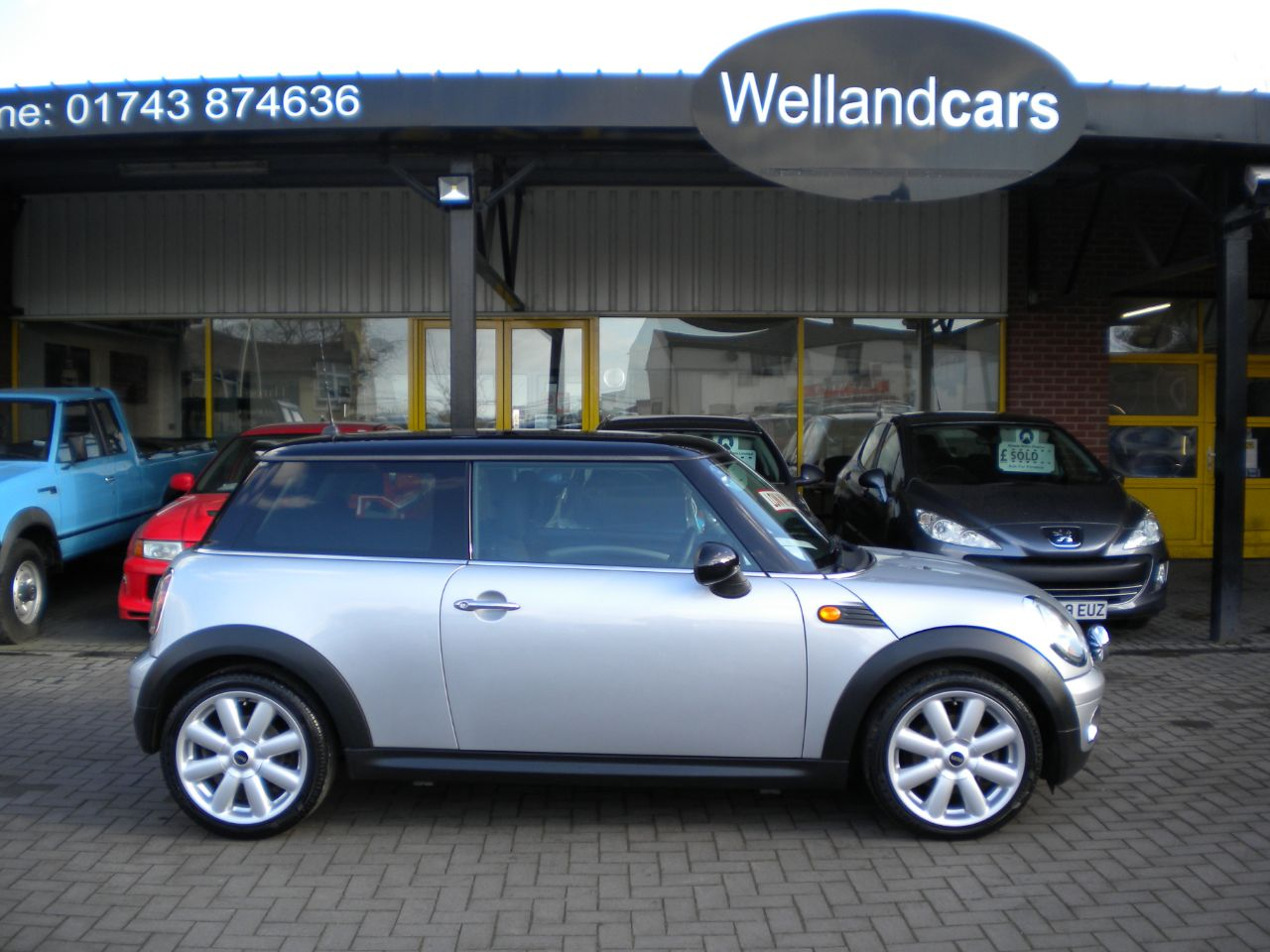 Mini Hatchback 1.6 Cooper 3dr Full Panoramic Sunroof, A/C, Full Mini Service History, Low Miles Hatchback Petrol Silver at Welland Cars Shrewsbury