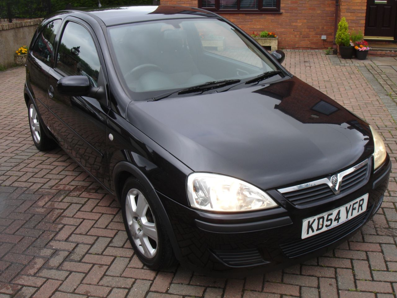 Vauxhall Corsa 1.2i 16V Energy [80] 3dr Hatchback Petrol Black at Level Pitch Selby