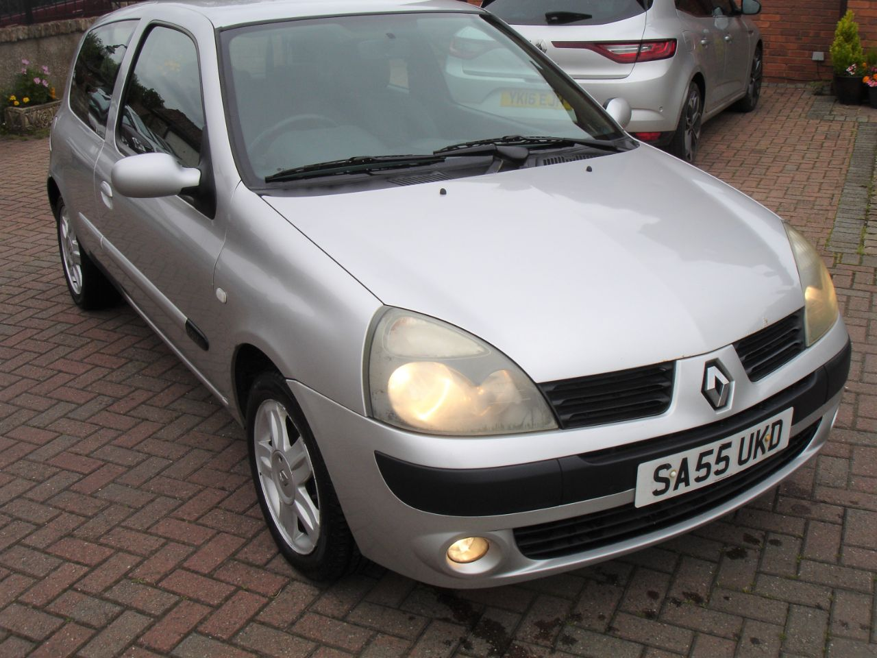 Renault Clio 1.2 16V Extreme 4 3dr Hatchback Petrol Silver at Level Pitch Selby