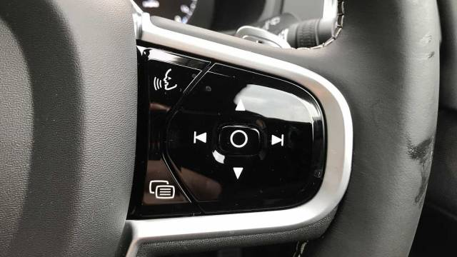 Volvo XC90 2.0 T8 Twin Engine AWD R-Design Nav Pro (Bowers and Wilkins) Crossover Hybrid Onyx Black