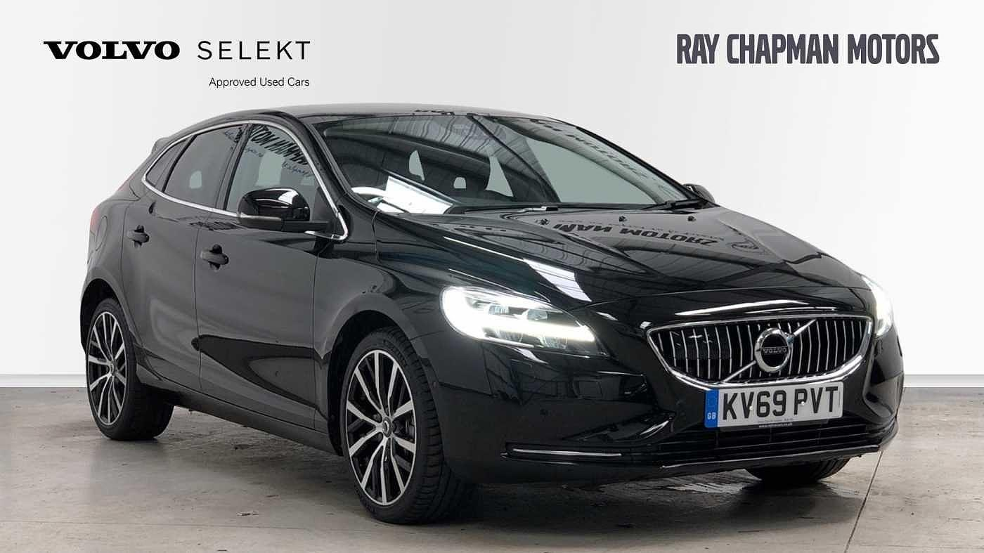 Volvo V40 1.5 T3 Inscription Edition Auto (Xenium, Intellisafe & Winter Packs) Estate Petrol Onyx Black