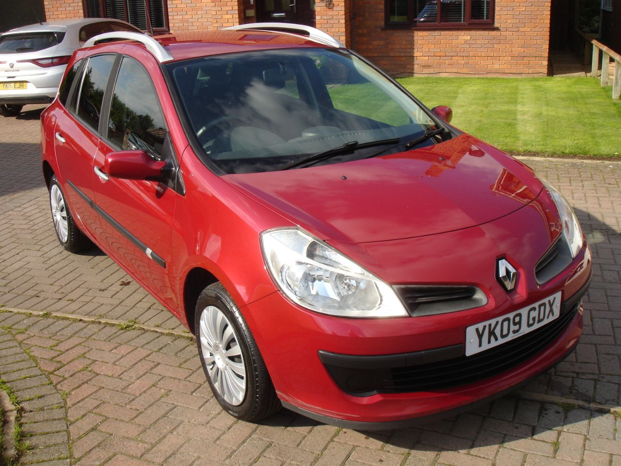 Renault Clio 1.2 16V Dynamique 5dr Estate Estate Petrol Metallic Red at Level Pitch Selby