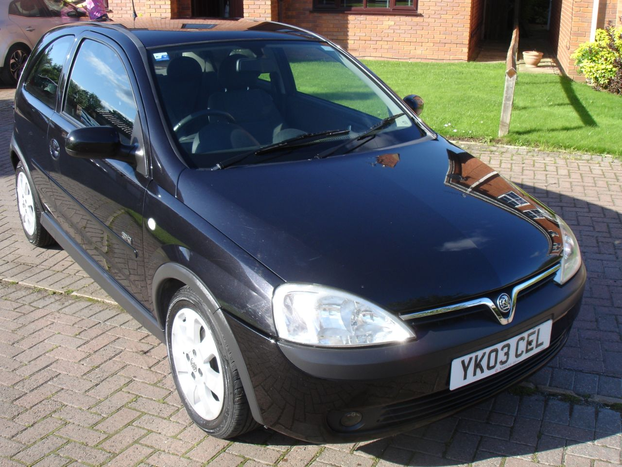Vauxhall Corsa 1.2i 16V SXi Acon 3dr Hatchback Petrol Metallic Black at Level Pitch Selby