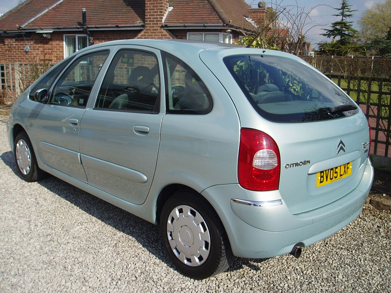 second hand citroen xsara picasso 2 0 hdi desire 2 5dr for sale in worksop nottinghamshire. Black Bedroom Furniture Sets. Home Design Ideas