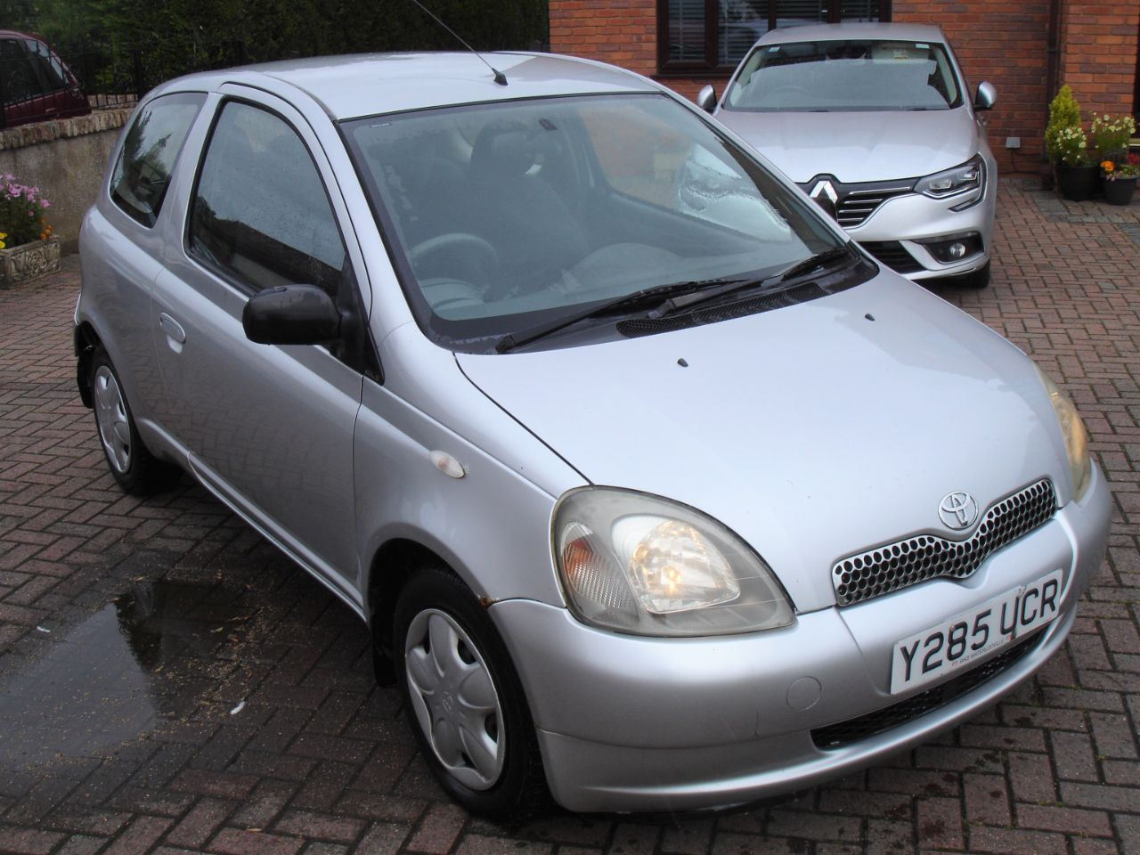 Toyota Yaris 1.0 16v VVTi GLS 3dr [AC] Hatchback Petrol Silver at Level Pitch Selby