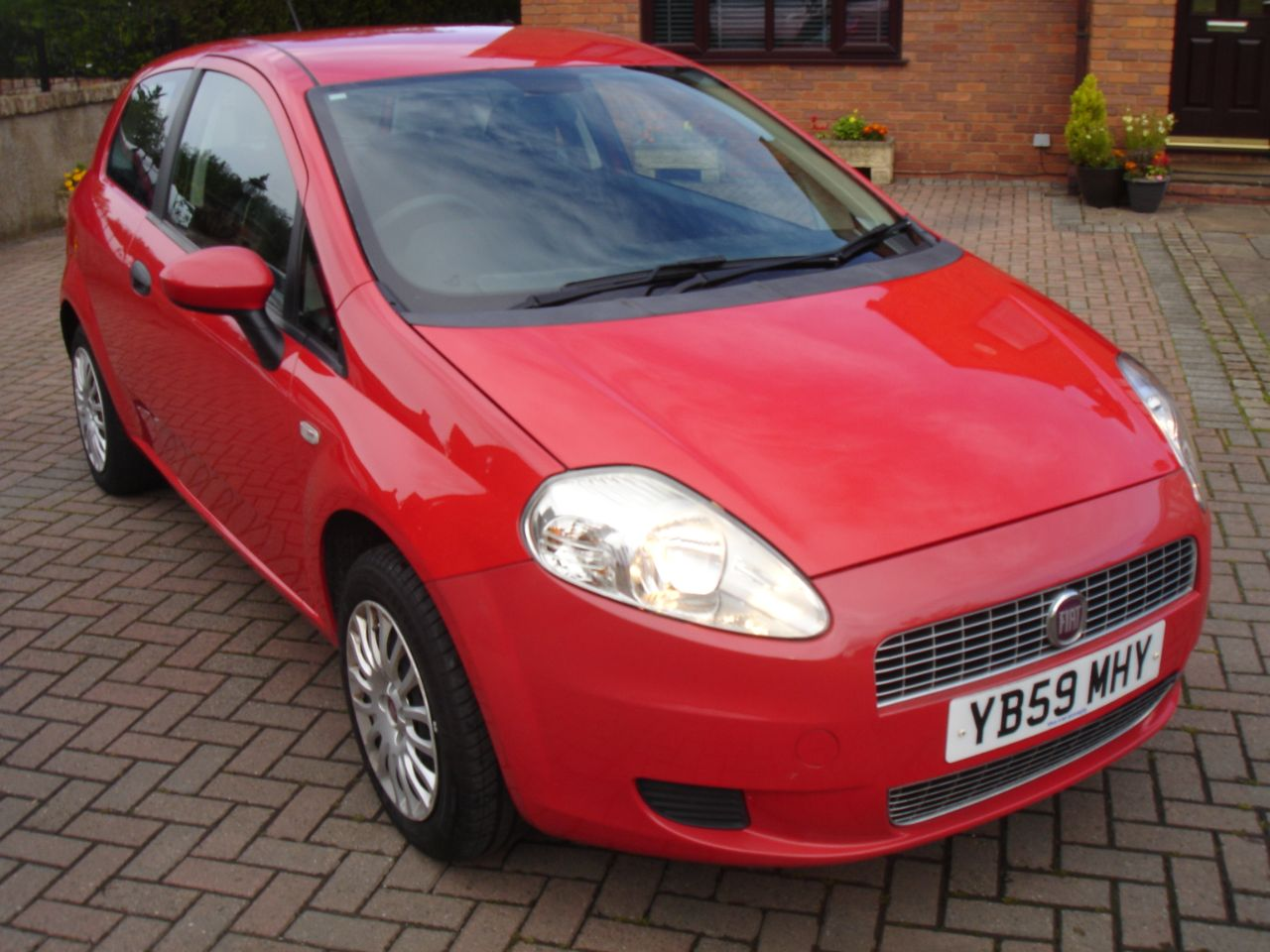Fiat Grande Punto 1.4 Active 77ps 3dr Hatchback Petrol Bright Red at Level Pitch Selby