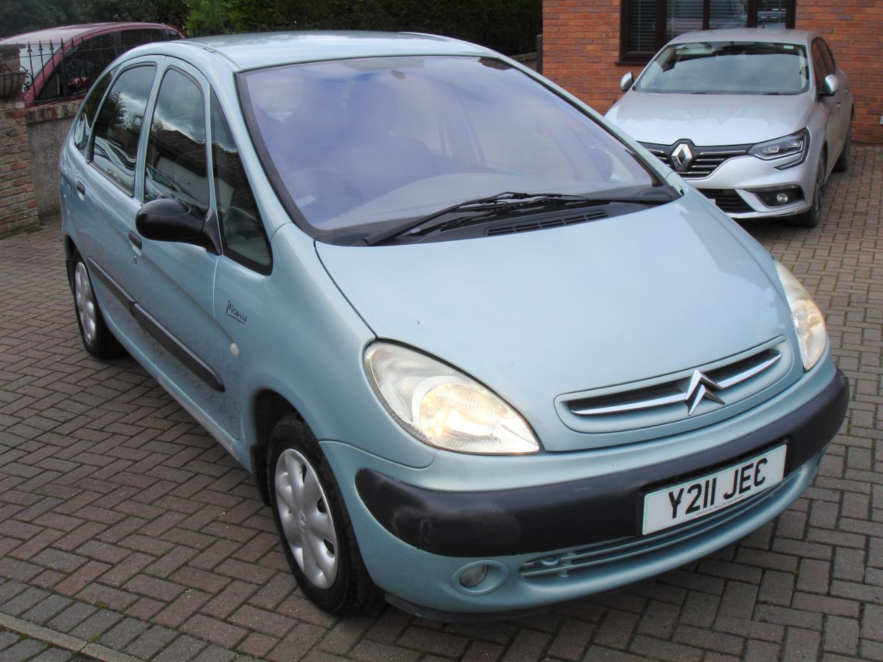 Citroen Xsara Picasso 2.0 HDi SX 5dr MPV Diesel Metallic Green at Level Pitch Selby