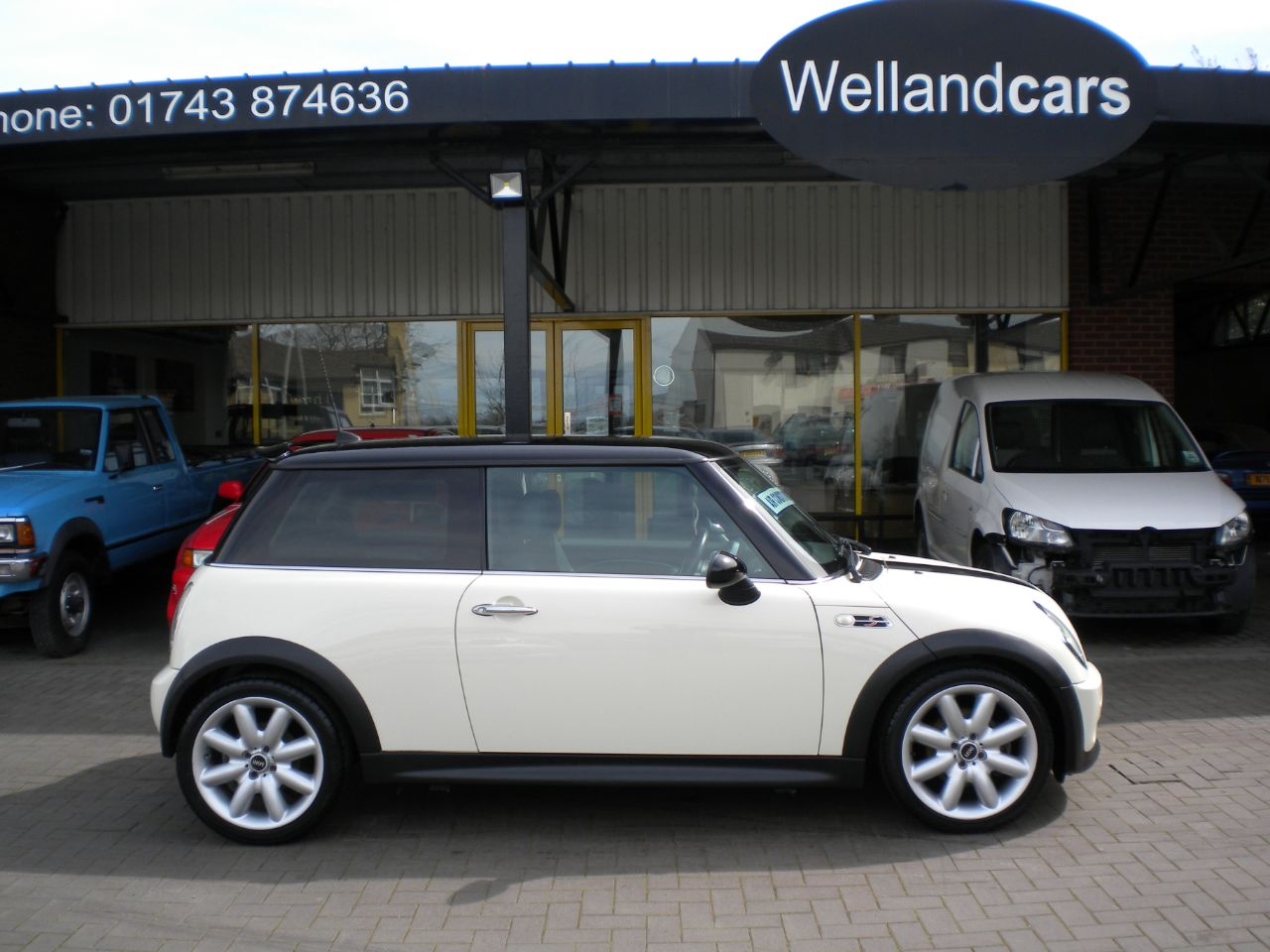 Mini Hatchback Cooper S 1.6 Supercharged 3dr Chili Pack, Only 40k Miles F/S/H, Xenons, A/C, 17`Alloys. Hatchback Petrol White at Welland Cars Shrewsbury