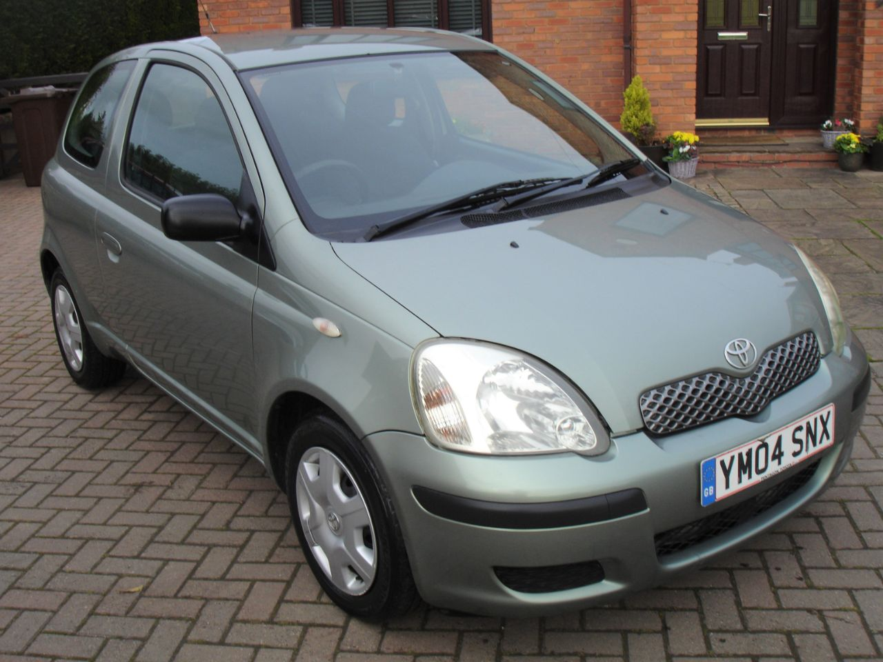 Toyota Yaris 1.3 VVT-i T3 3dr Hatchback Petrol Metallic Green at Level Pitch Selby