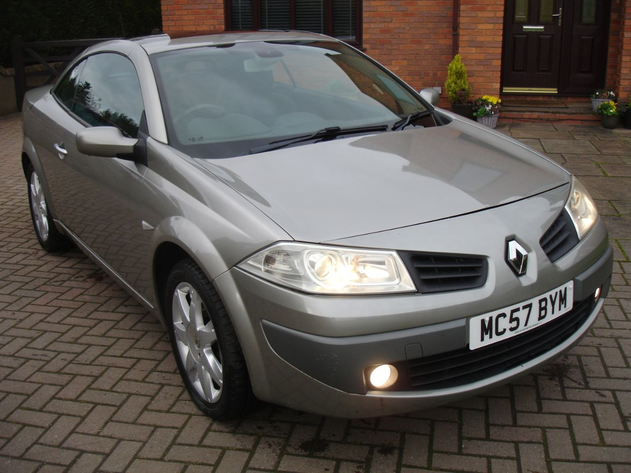 Renault Megane 1.6 VVT Dynamique 2dr Convertible Petrol Metallic Grey at Level Pitch Selby
