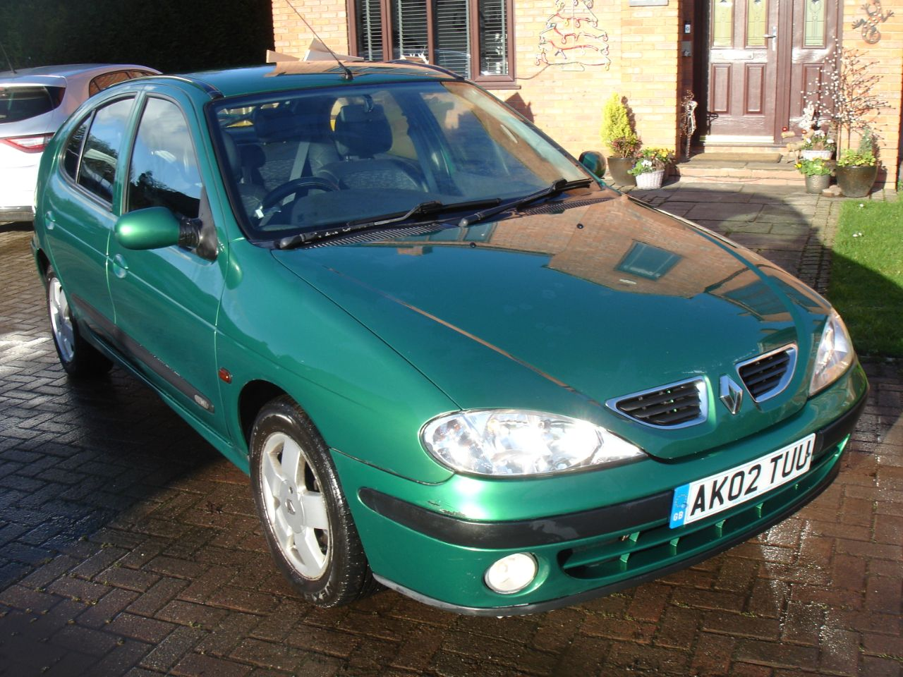 Renault Megane 1.6 16V Fidji 5dr Auto Hatchback Petrol Metallic Green at Level Pitch Selby