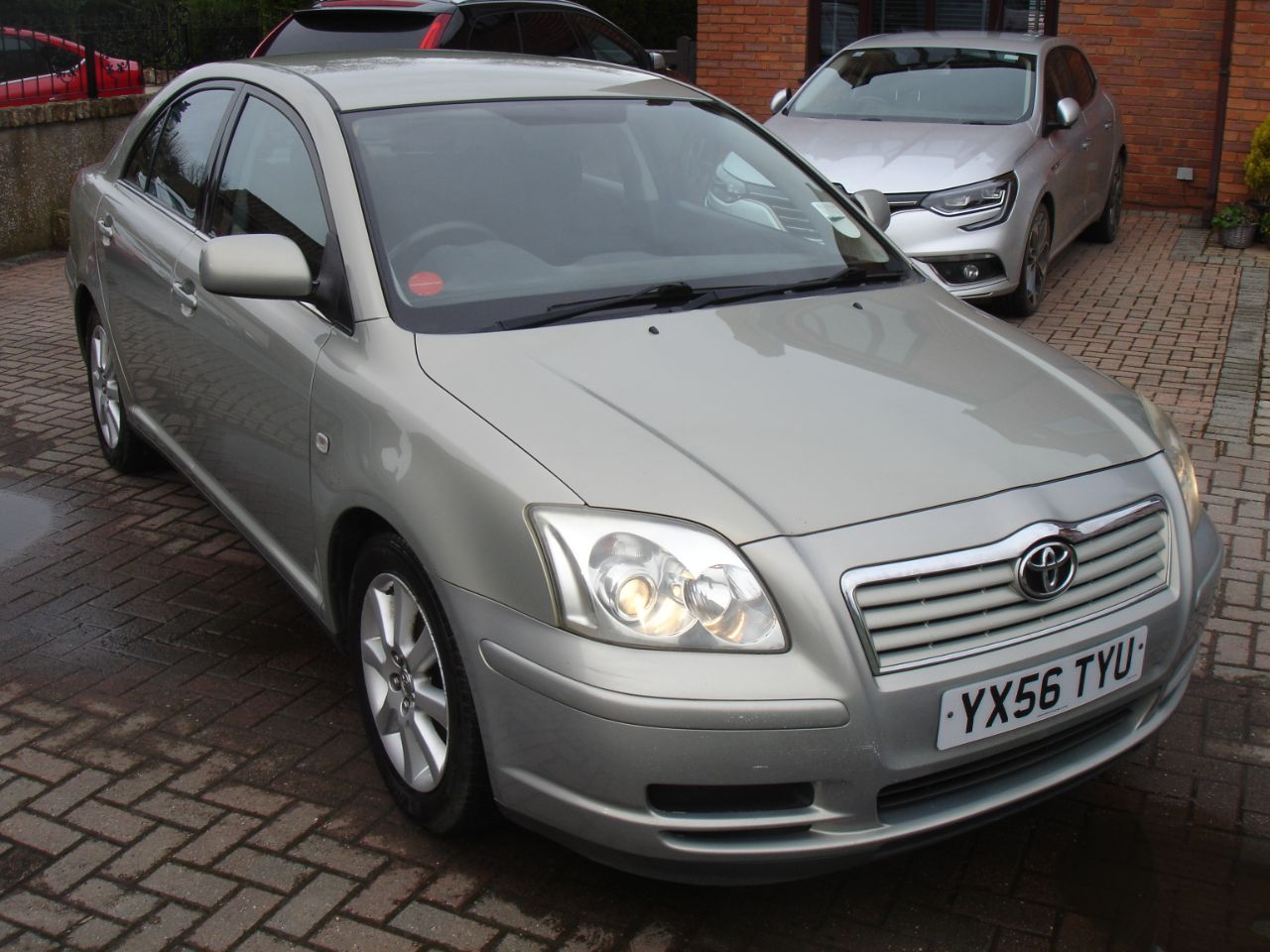 Toyota Avensis 1.8 VVT-i T3-S 5dr Hatchback Petrol Silver at Level Pitch Selby