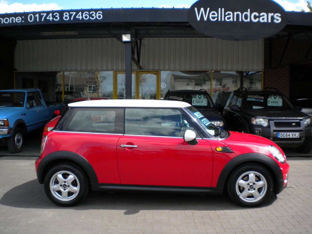 Mini Hatchback 1.6 Cooper Diesel 3dr 6 Speed Manual, Low Miles With Full Mini Service History, £20 Tax Hatchback Diesel Red/white at Welland Cars Shrewsbury