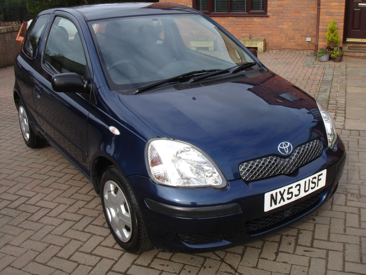 Toyota Yaris 1.3 VVT-i T3 3dr Hatchback Petrol Metallic Blue at Level Pitch Selby