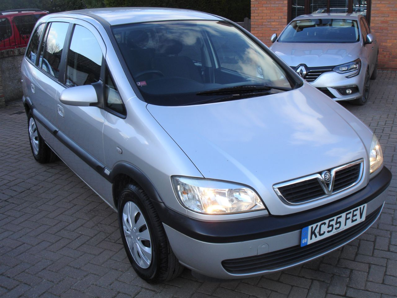 Vauxhall Zafira 1.8i Design 5dr 7 Seat MPV MPV Petrol Silver at Level Pitch Selby