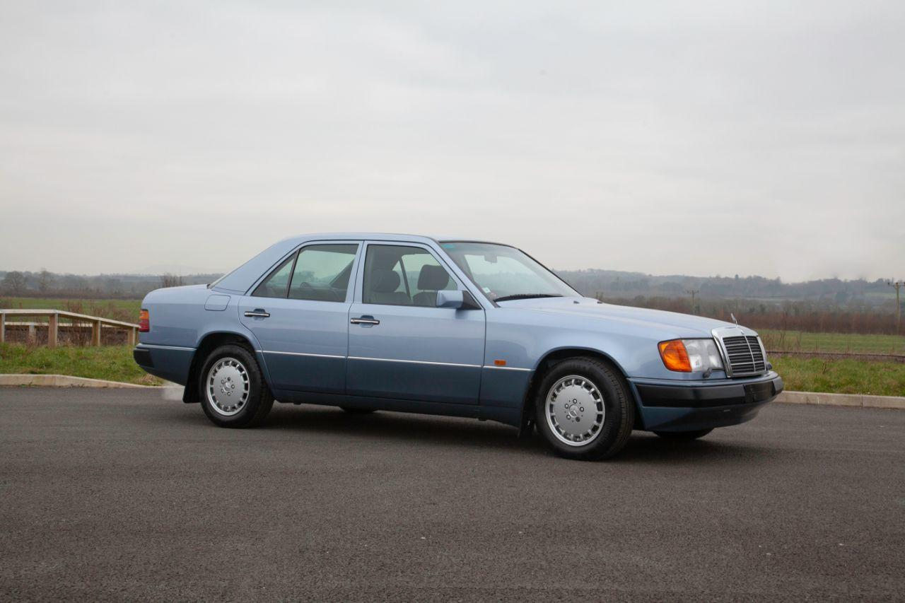 Mercedes-Benz 300 3.0 W124 300E 8000 Miles from new Saloon Petrol Blue