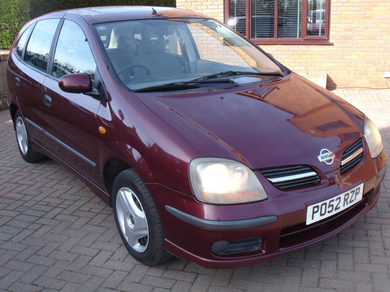 Nissan Almera Tino 1.8 SE 5dr Estate Petrol Metallic Red at Level Pitch Selby