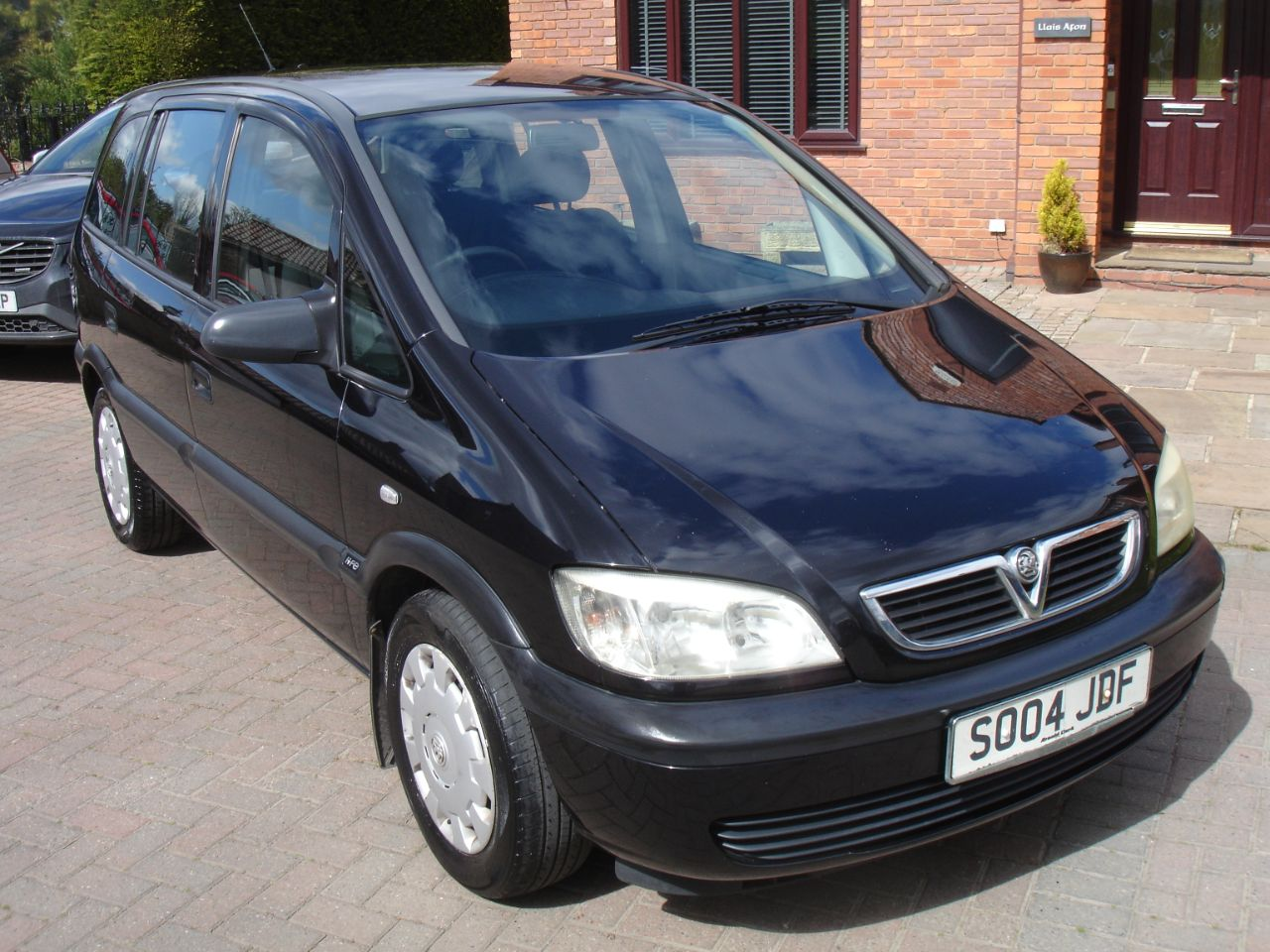Vauxhall Zafira 2.0 DTi Life 5dr MPV Diesel Black at Level Pitch Selby