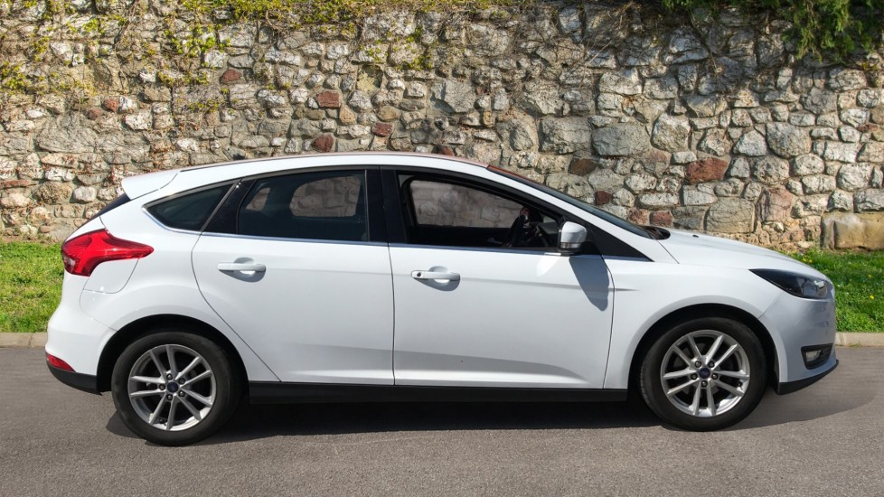Ford Focus 0.0 1.0 EcoBoost 125 Zetec 5dr with DAB Radio and Blue