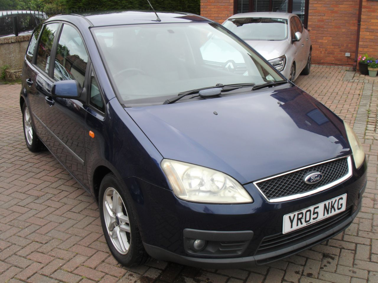 Ford Focus C-MAX 1.8 Zetec [125] 5dr MPV Petrol Metallic Blue at Level Pitch Selby