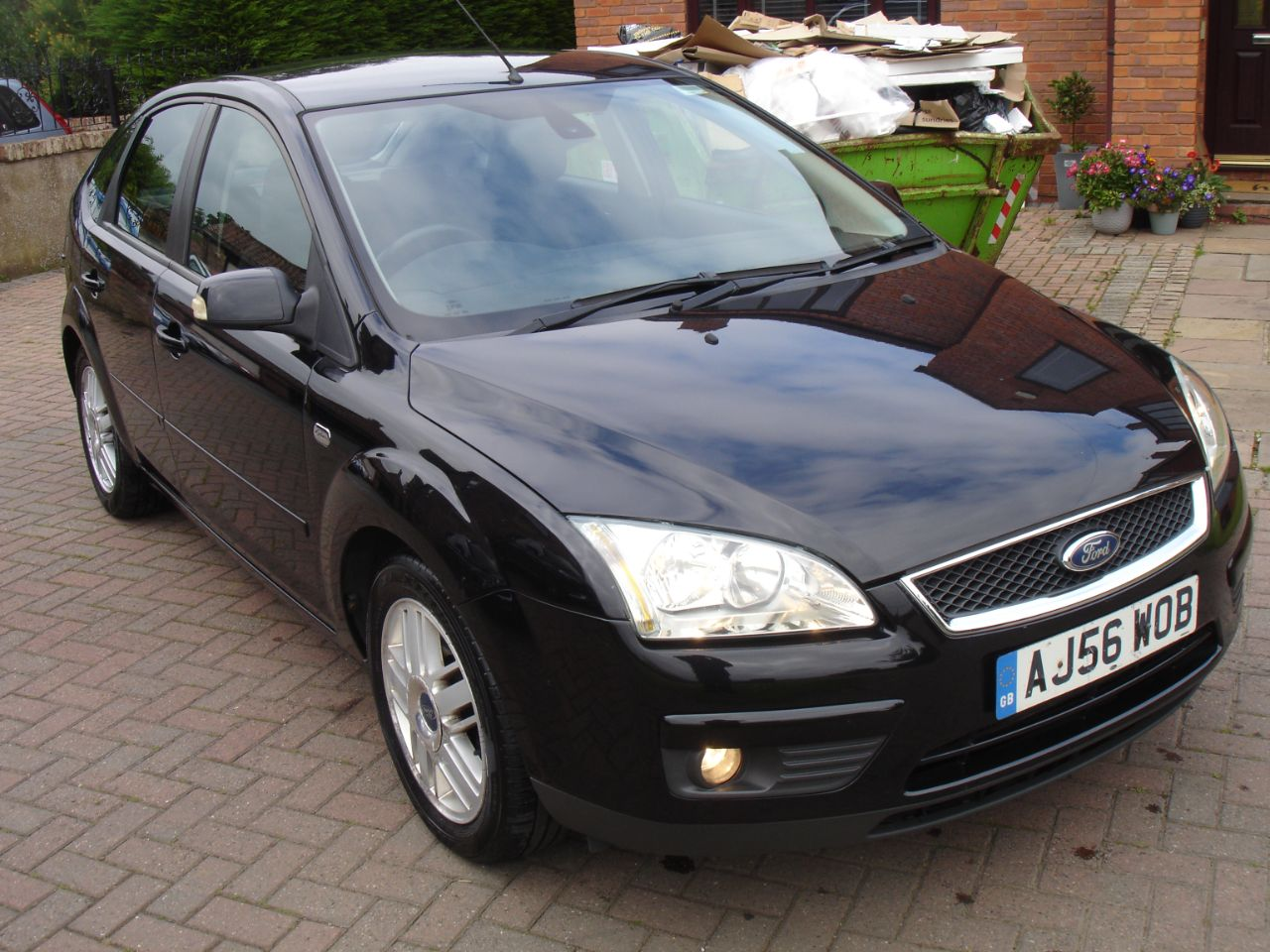 Ford Focus 2.0 TDCi Ghia 5dr [Euro 4] Hatchback Diesel Metallic Black at Level Pitch Selby