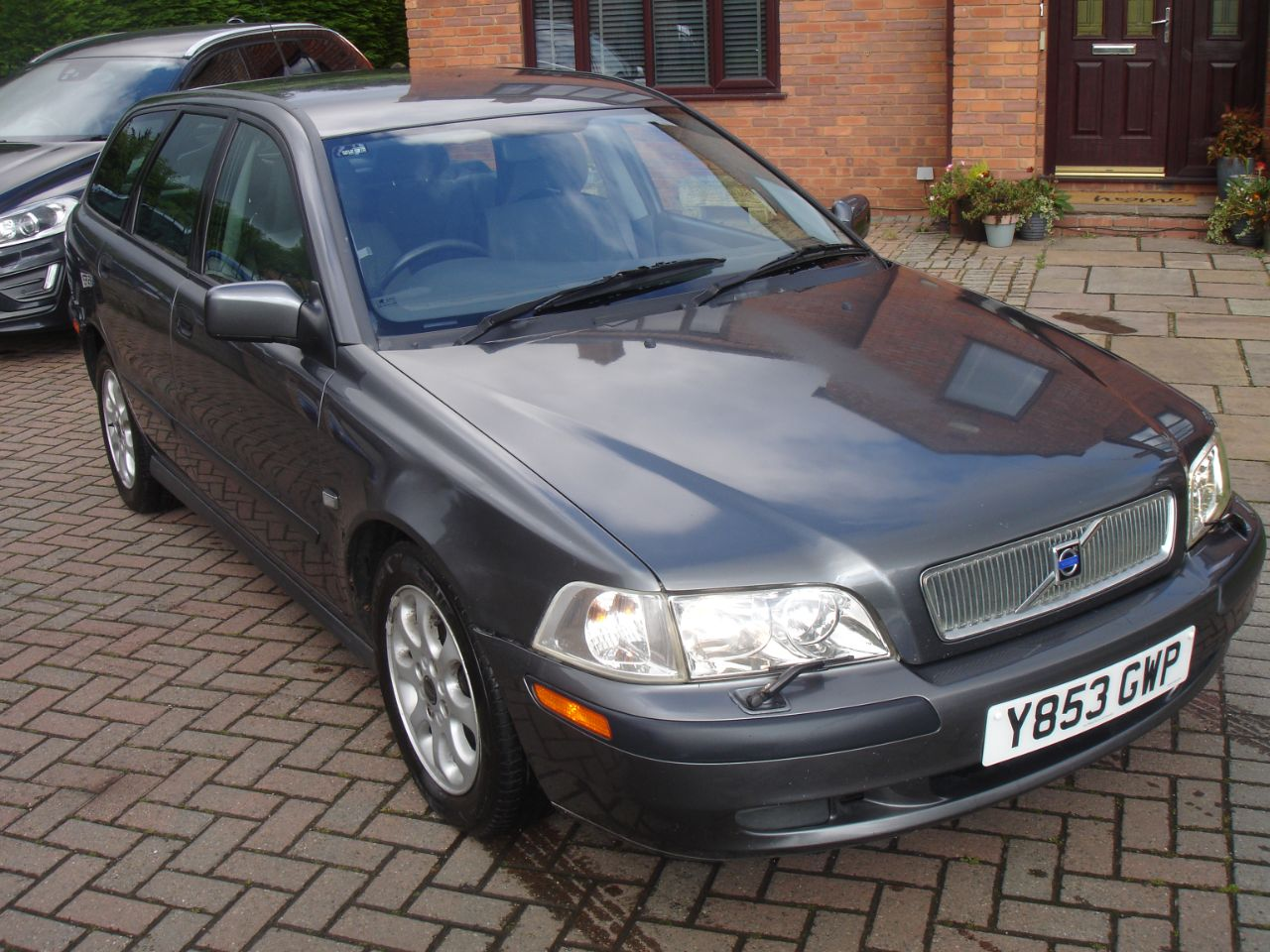 Volvo V40 1.9 D Estate 115ps Estate Diesel Metallic Grey at Level Pitch Selby