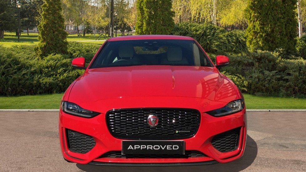 Jaguar XE 0.0 2.0d R-Dynamic S with Reverse Camera and Heated Se