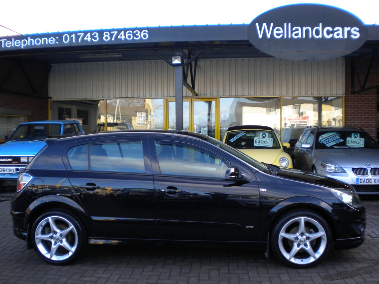 Vauxhall Astra 1.8i VVT SRi 5dr [Exterior Pack] F/S/H,2 Previous Owners,18`Alloys# 15 MONTH WARRANTY INCLUDED Hatchback Petrol Metallic Black at Welland Cars Shrewsbury