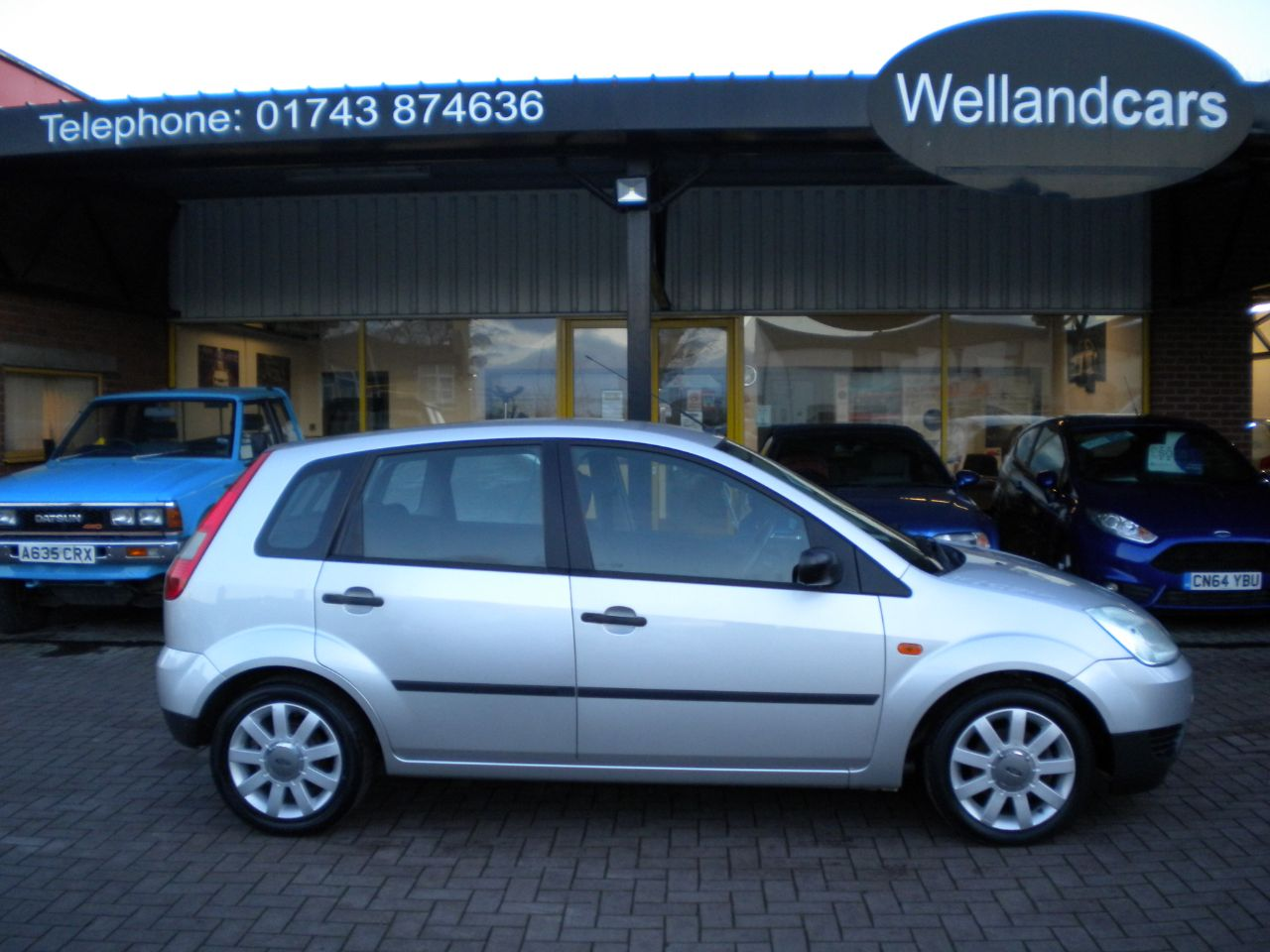 Ford Fiesta 1.4 FIESTA LX 5 Door Manual,Air Con,Alloys,F/S/H,Heated Front Screen Hatchback Petrol Moon Dust Silver Metallic at Welland Cars Shrewsbury