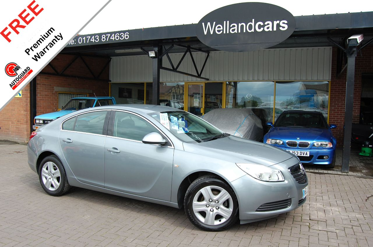 Vauxhall Insignia Exclusive 1.8i 16v VVT  (140ps), Low Miles,1 Owner # 6 MONTH WARRANTY INCLUDED Hatchback Petrol Silver Grey Metallic at Welland Cars Shrewsbury