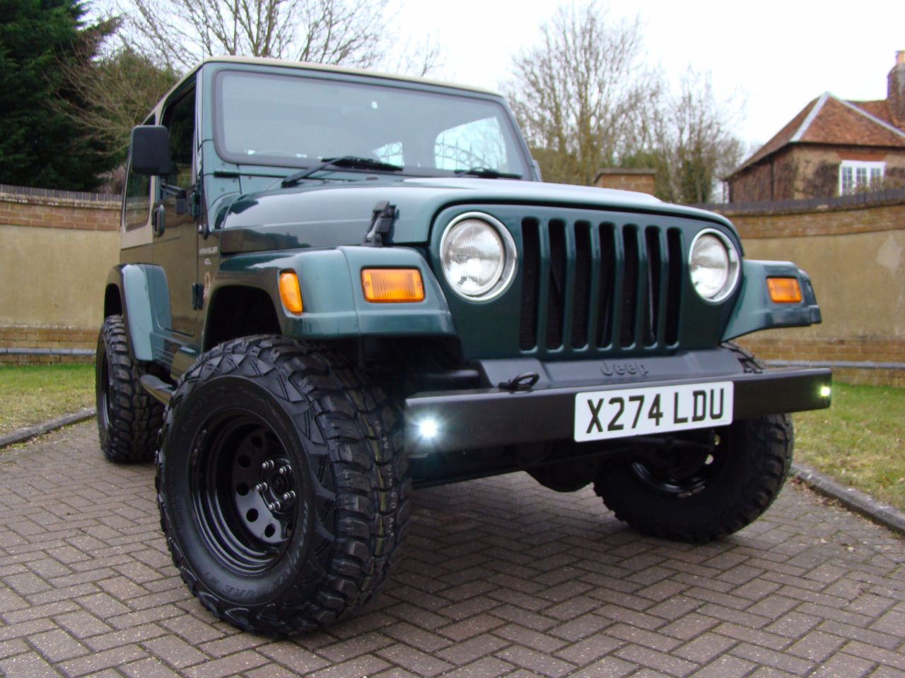 jeep wrangler 40 sahara 2dr auto for sale in leighton buzzard bedfordshire claridges cars. Black Bedroom Furniture Sets. Home Design Ideas