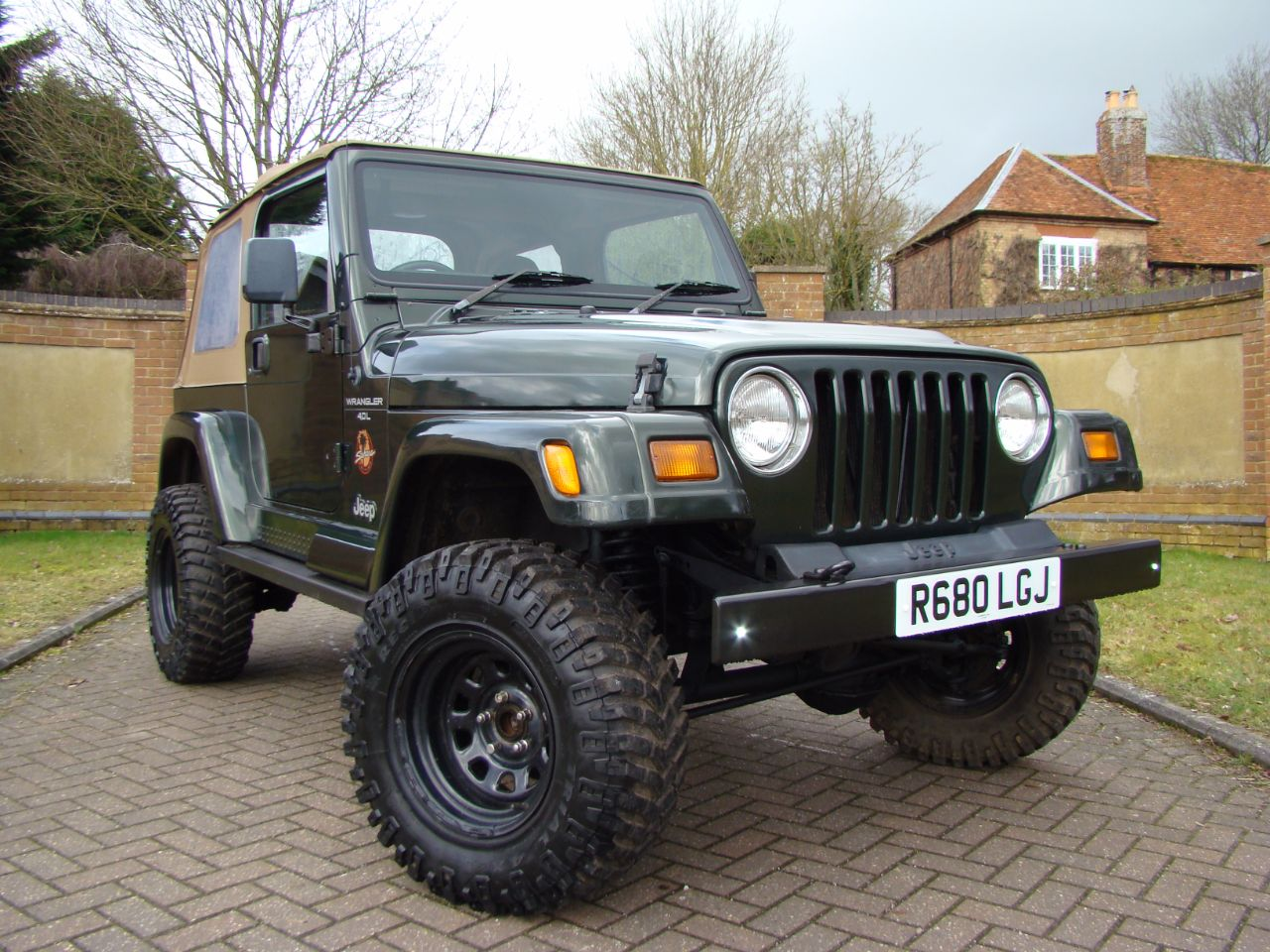 jeep wrangler 40 sport 2dr for sale in leighton buzzard. Black Bedroom Furniture Sets. Home Design Ideas