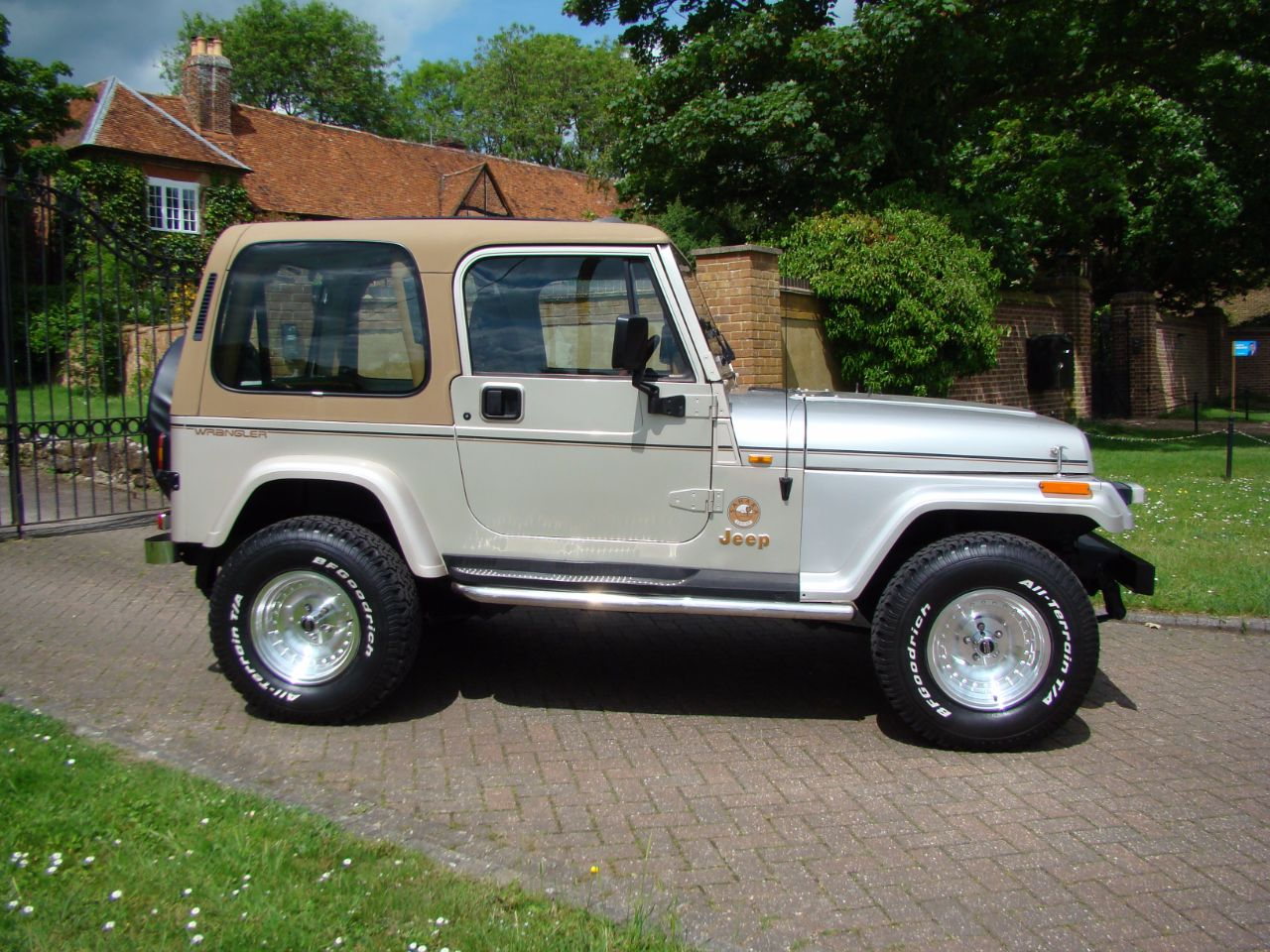 jeep wrangler yj sahara manual for sale in leighton buzzard bedfordshire claridges cars. Black Bedroom Furniture Sets. Home Design Ideas