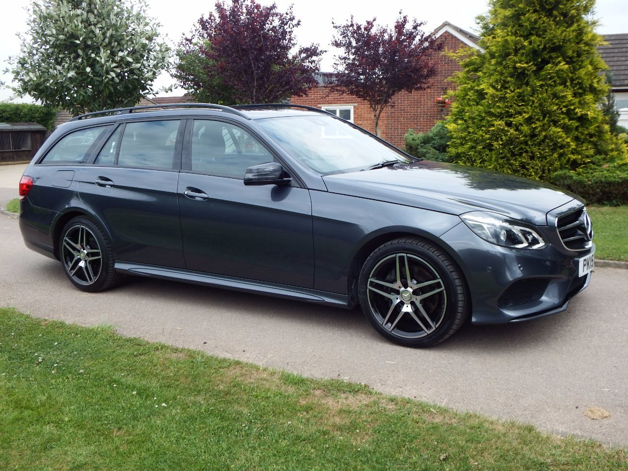 Mercedes-Benz E Class 2.1 E220 BlueTEC AMG Night Edition 5dr 7G-Tronic Estate Diesel Grey