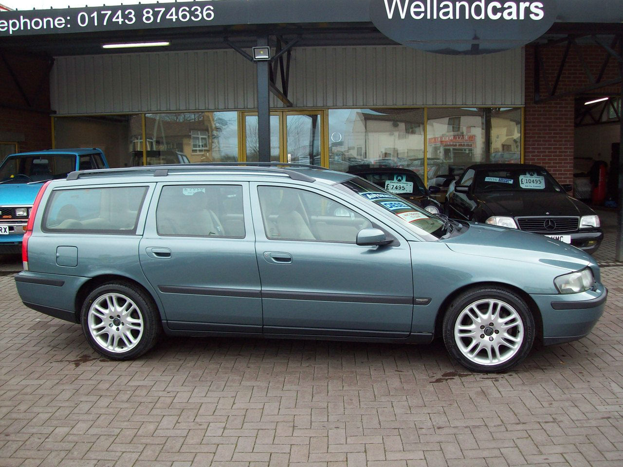 Volvo V70 2.4 D5 SE 5dr Auto Estate, Full Beige Leather, Full MOT and Service History, Huge Lux Spec. Estate Diesel Green at Welland Cars Shrewsbury