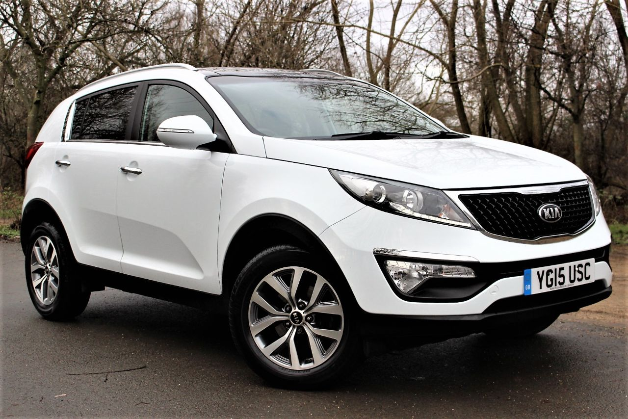 Kia Sportage 1.6 GDi ISG 2 5dr PAN ROOF, HALF LEATHER Crossover Petrol Frost White at Luscombe Qashqai Comparison Leeds