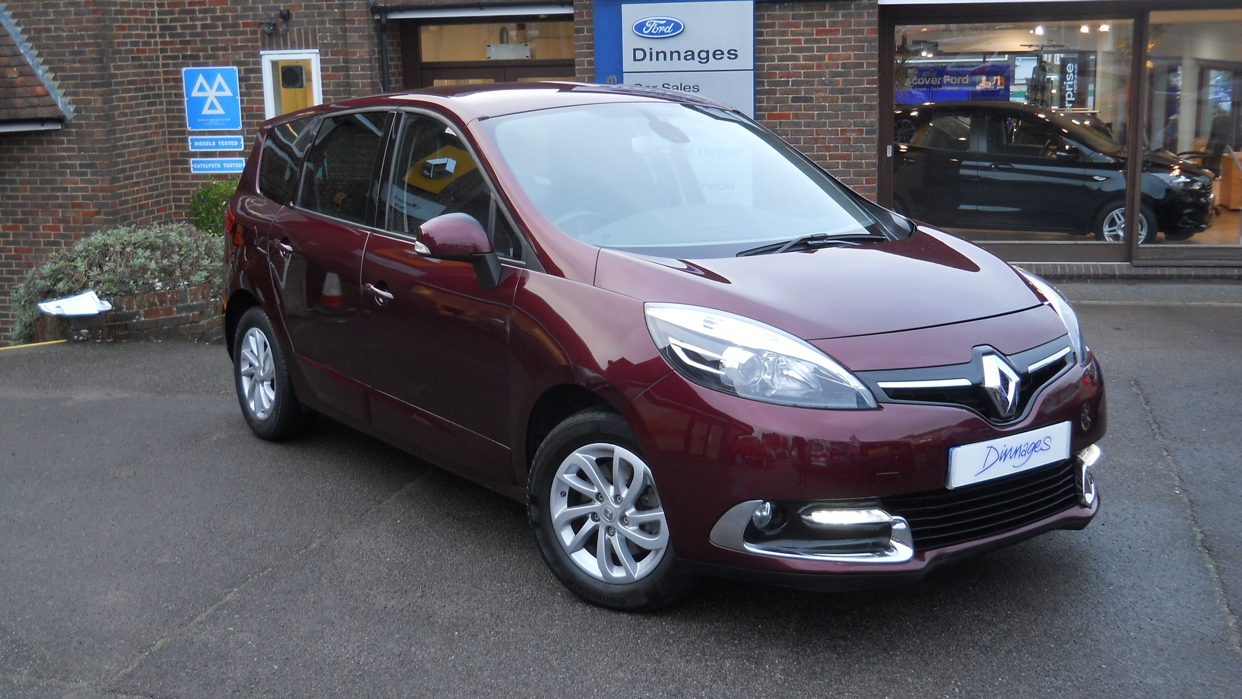 Renault Grand Scenic 1.5DCi DYNAMIQUE TOMTOM ENERGY MPV Diesel Red