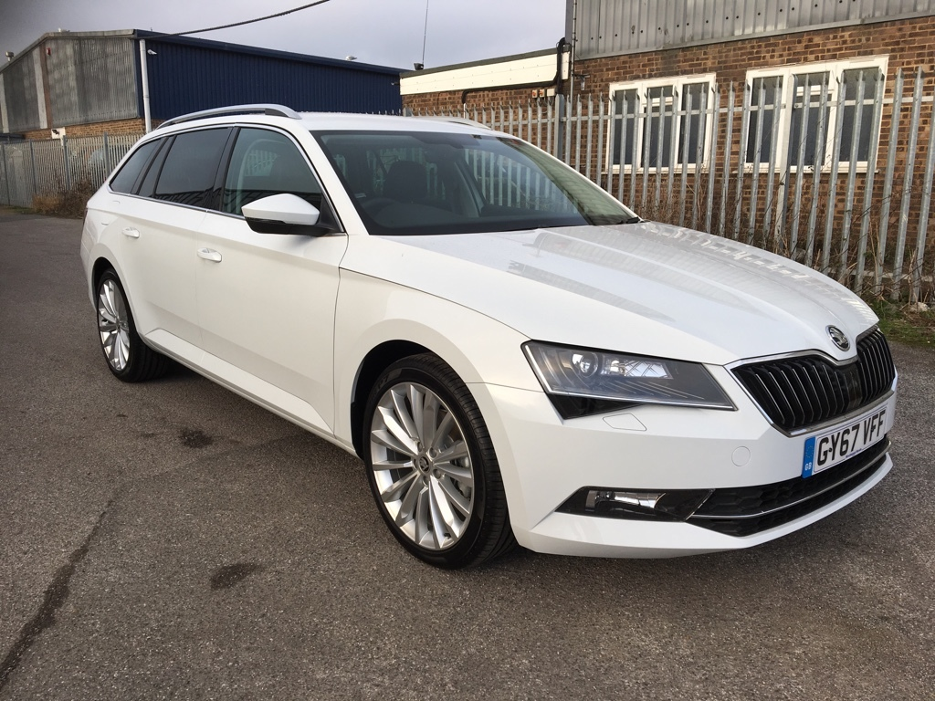 Skoda Superb 2.0 SE L EXECUTIVE TDI DSG Diesel white
